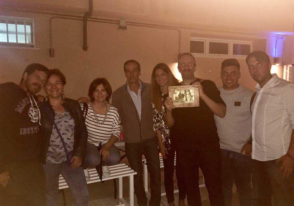 Cierre de temporada deportiva con entrega de una placa como agradecimiento, a la Agrupación deportiva de Nuevo Baztán