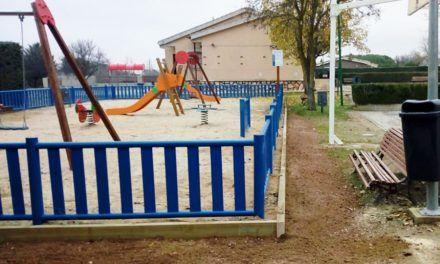 Reparación perímetro área infantil Urb. Monteacevedo