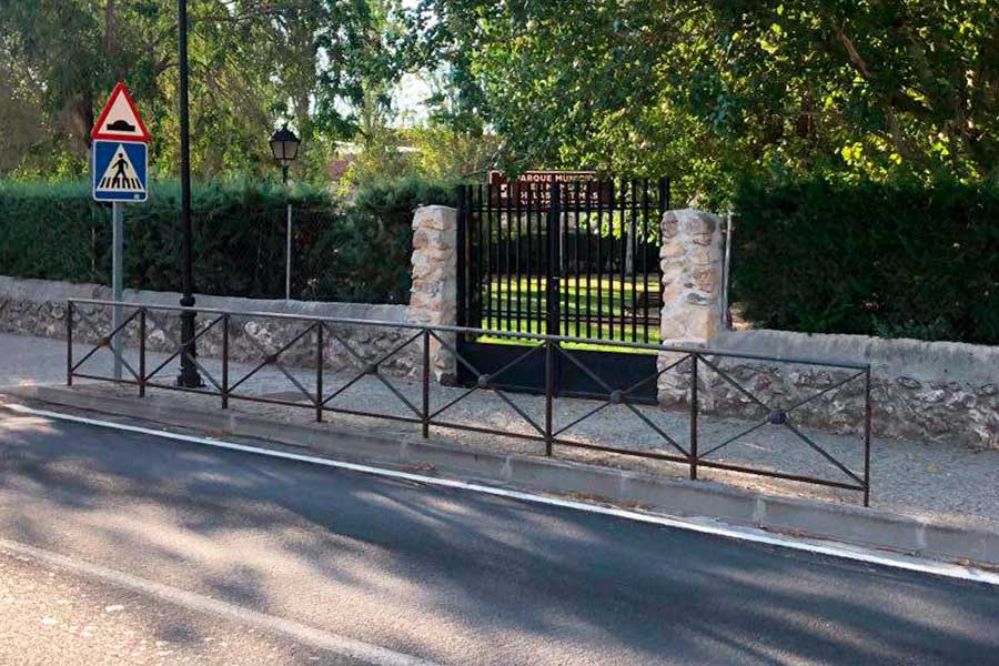 Puerta de parque, vallado